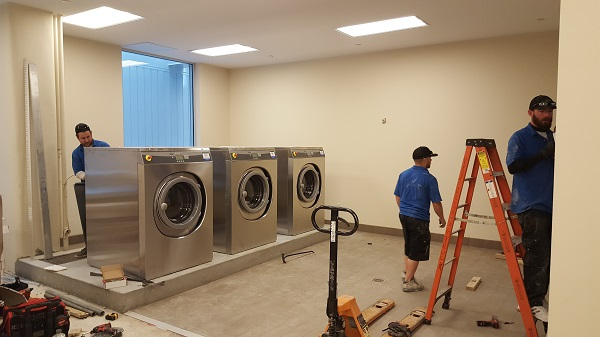 bds-laundry-systems-crew-install-unimac-equipment